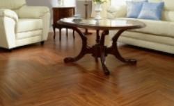 Jakie  panele podłogowe? Pytania o podłogę z paneli drewnianych i laminowanych