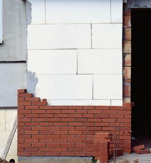Między dobrą a lepszą - ściany dwu- i trójwarstwowe