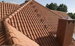 Co robić, gdy dachówki ceramiczne różnią się kolorem, mają wykwity lub zarysowania?