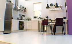 Mała kuchnia z jadalnią - praktyczna i ładna. Aranżacja kuchni połączonej z jadalnią