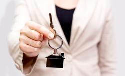 Kupno mieszkania od dewelopera: czy deweloper może narzucić notariusza