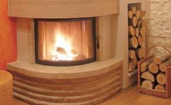 Czym palić w kominku? Jakie drewno kominkowe, czy węglem można?