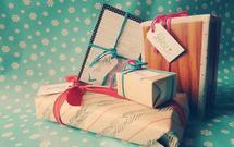 Jak oryginalnie zapakować prezent pod choinkę? Pomysły na wyjątkowe opakowania prezentów