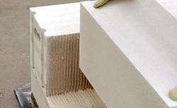 Bloczki, płytki i kształtki U z betonu komórkowego. Jak poprawnie z nich murować? Zasady połączeń między elementami