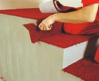 Wykładzina dywanowa na stopniach betonowych