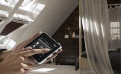 Jak wyposażyć okno dachowe w sterowanie elektryczne?