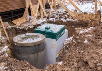 Budowa szamba – formalności przed budową i normy, jakie powinien spełniać zbiornik