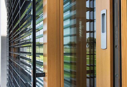 Czujniki nasłonecznienia i temperatury w stolarce okiennej