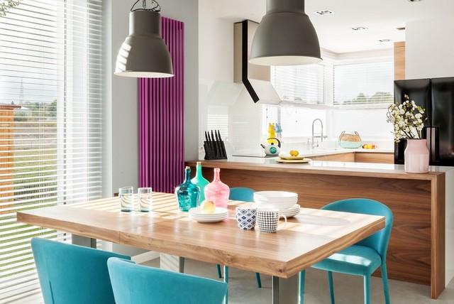 Wybieramy stoły do salonu, kuchni i jadalni. Ile miejsca zajmie stół prostokątny, ile okrągły?