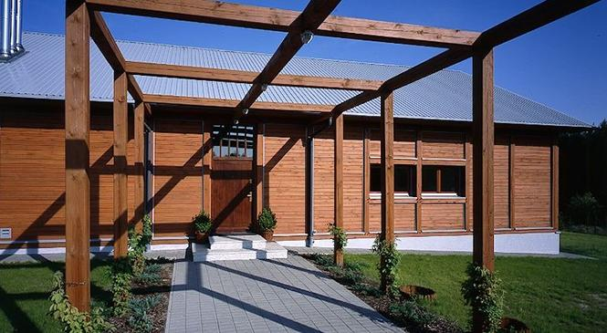 Drzwi zewnętrzne drewniane do domu energooszczędnego