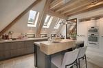 Kuchnia na poddaszu - jak urządzić jasną kuchnię pod skosami
