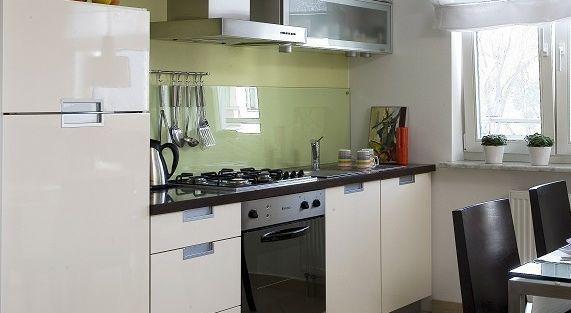 Montaż szyby nad blatem w kuchni. 3 sposoby