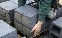 Fabryczna zaprawa do murowania. Czy warto stosować gotowe zaprawy cementowe?